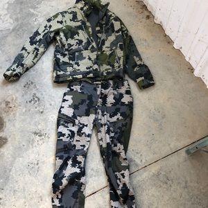 Kuiu hunting jacket and pants